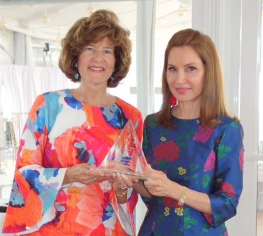 Elisa Greenbaum (Event Chair) presenting Jean Shafiroff with Pioneer Chapter of Hadassah's 2018 Woman of the Year Award